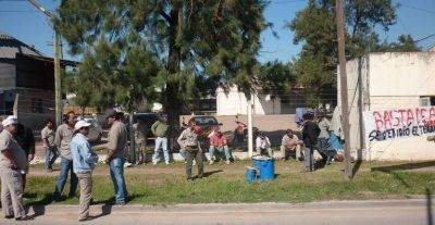 Trabajadores de Fibral Chaco protestaron por salarios adeudados