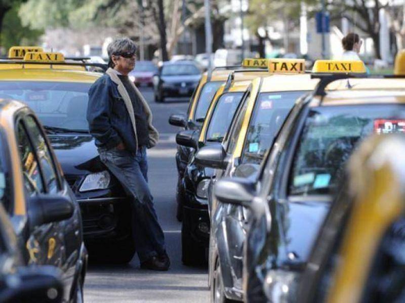 El municipio intentará hoy levantar el paro nocturno de los taxistas