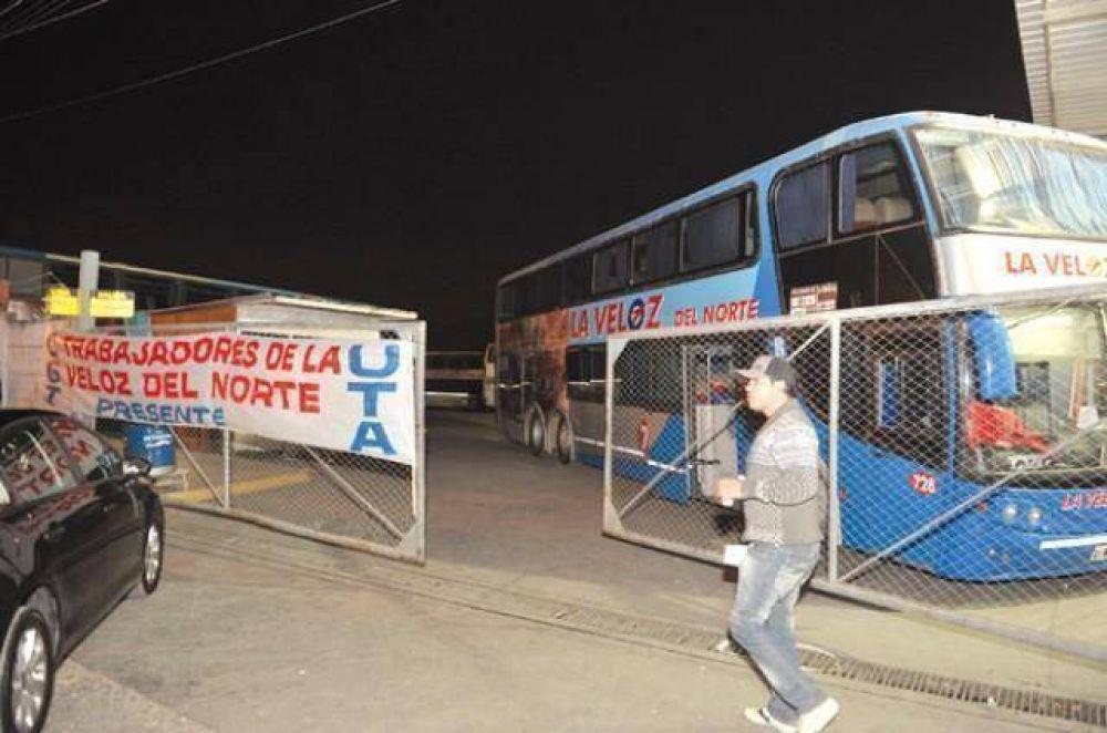 Trabajadores de La Veloz bloquearon la Terminal