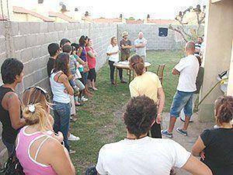 Unos 25 vecinos crearon la junta vecinal `Barrio Uocra II�: muchas expectativas, pero el ojo puesto en defectos de construcci�n