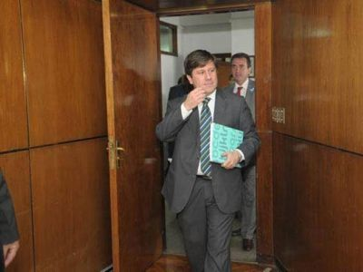 El ministro de Hacienda negó que el déficit provincial sea el que asegura la UCR