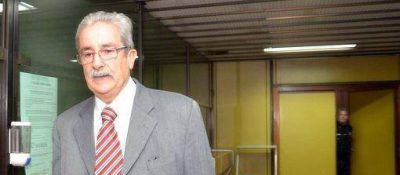 El ex juez Otero Alvarez, a Bouwer por complicidad con la dictadura