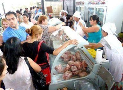 Precios y calidad, el imán del éxito en el mercado concentrador posadeño
