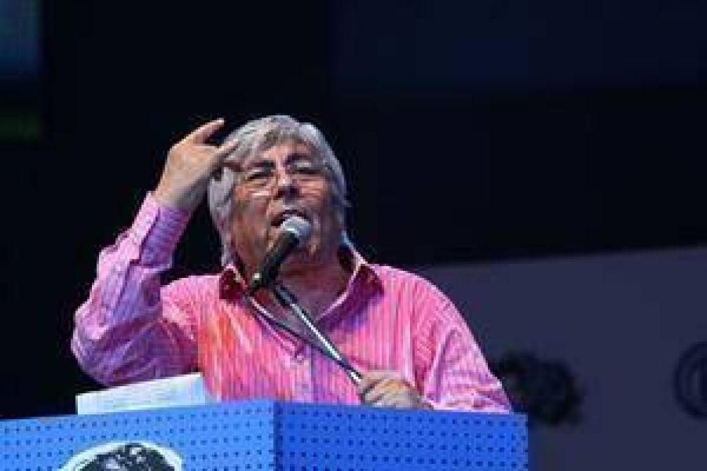 Moyano inicia su campaña contra el impuesto a las Ganancias junto a los petroleros
