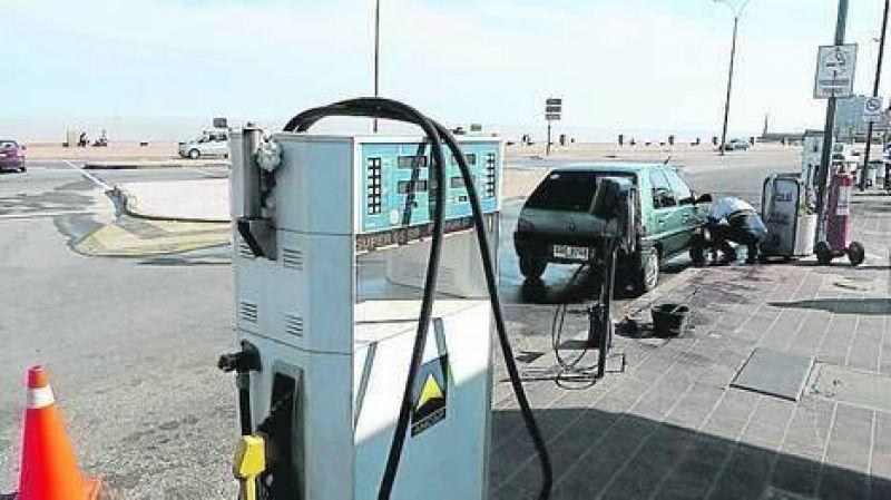 Un conflicto sindical deja a casi todo Uruguay sin combustibles