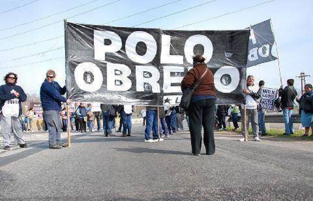 Vecinos y cooperativistas protestaron en el cruce de las rutas 5 y 7