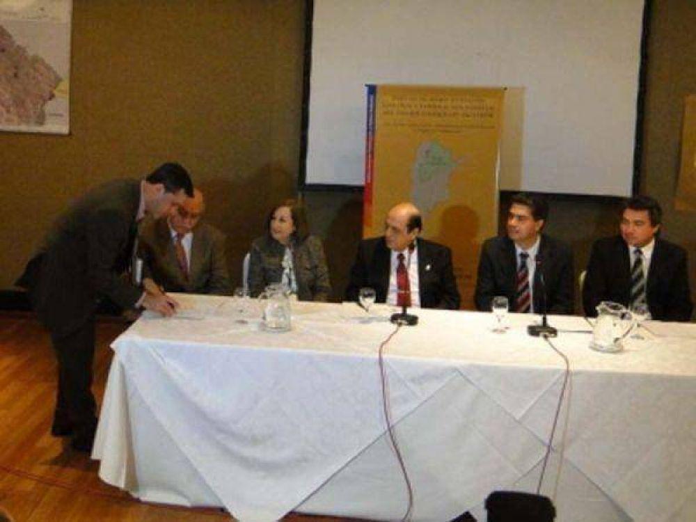 Firmaron un acuerdo para implementar un sistema de control forestal