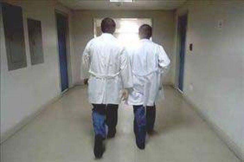 El Gobierno ofrece un 15% de aumento a los médicos de hospitales