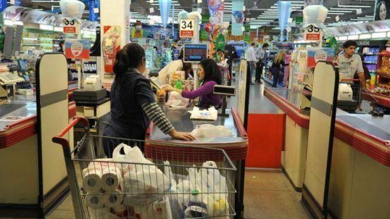 El miércoles 26 no abrirán los híper ni supermercados