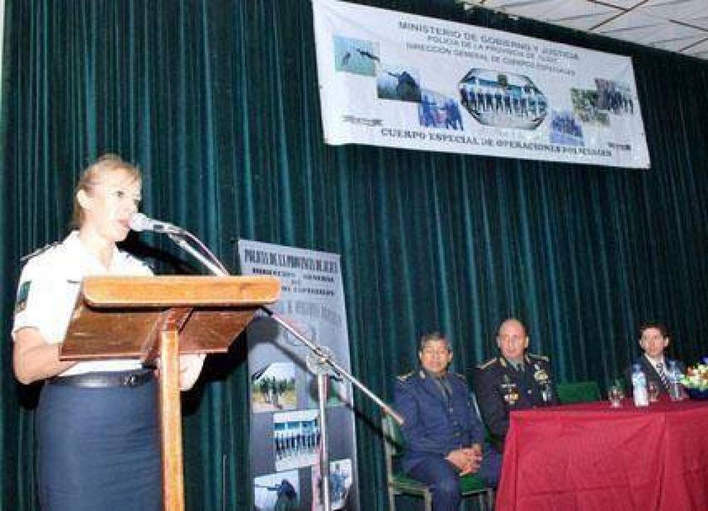 Capacitan a personal policial Para negociar en situaciones de crisis