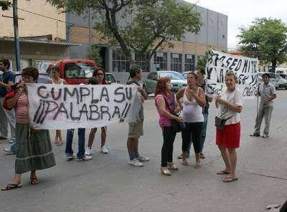 Vendedores ambulantes piden 5.000 pesos para reponer mercaderías.