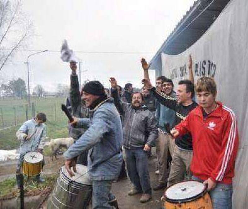 Anoche los trabajadores levantaron el cese de actividades en HM Azul
