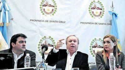 El gobernador de Santa Cruz denunció un complot K