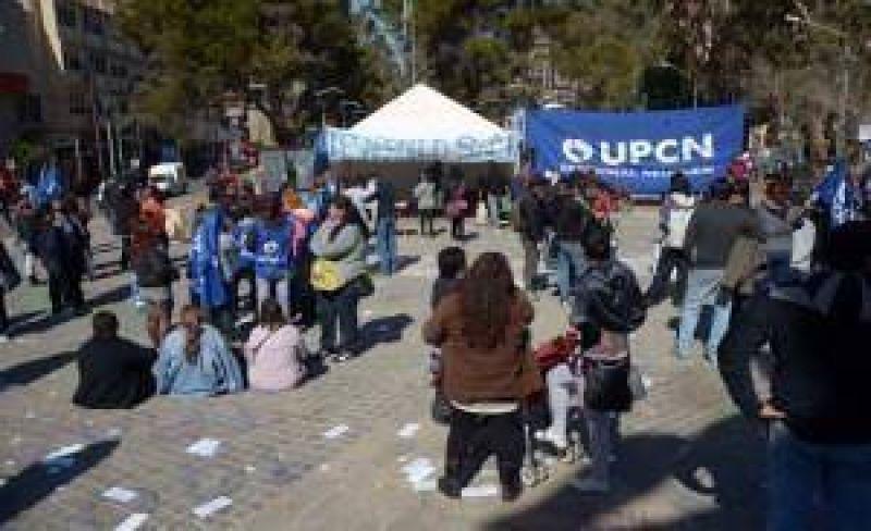 UPCN acampa en el centro de Neuquén