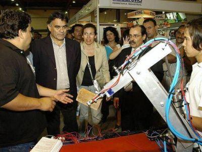 Últimos preparativos para la Expo Industrial en la UNQ