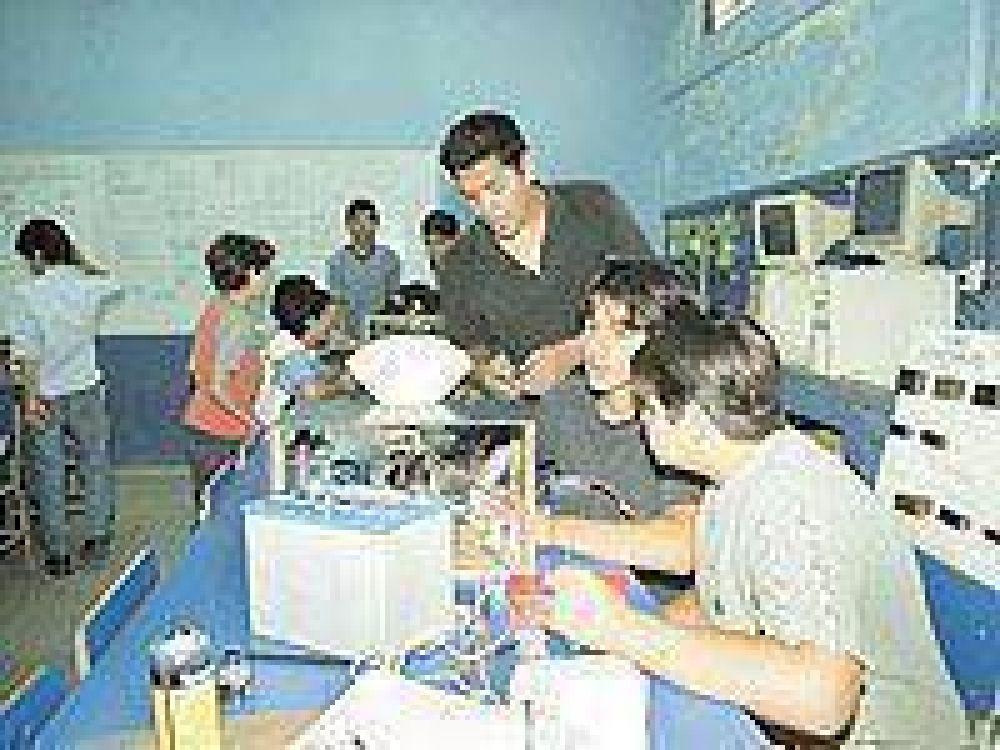 Santiagueños podrán acceder a becas de educación técnica.
