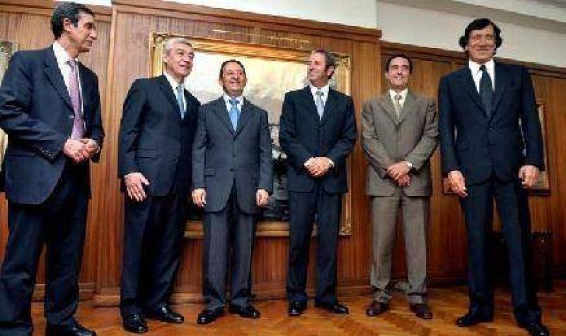 Los ex gobernadores definirán ideas para proteger el empleo