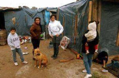 La llovizna penetró en las humildes viviendas del asentamiento norte