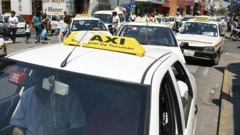 Por una disputa con el municipio, taxistas amenazan con acampar en plaza Independencia