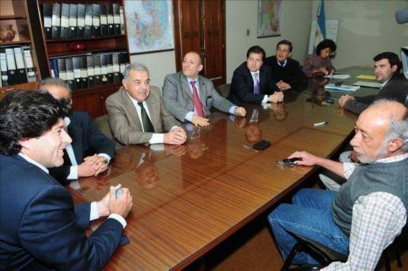 En La Veloz se levantó el paro y negocian la venta de la empresa