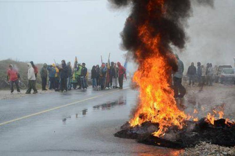 Guardavidas cortaron la Ruta 11 ante la falta de respuestas del Municipio