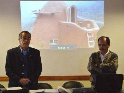 """El """"superadobe"""" fue presentado en Abra Pampa"""