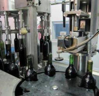 """A la crisis olivícola se suma ahora la del sector vitivinícola"""