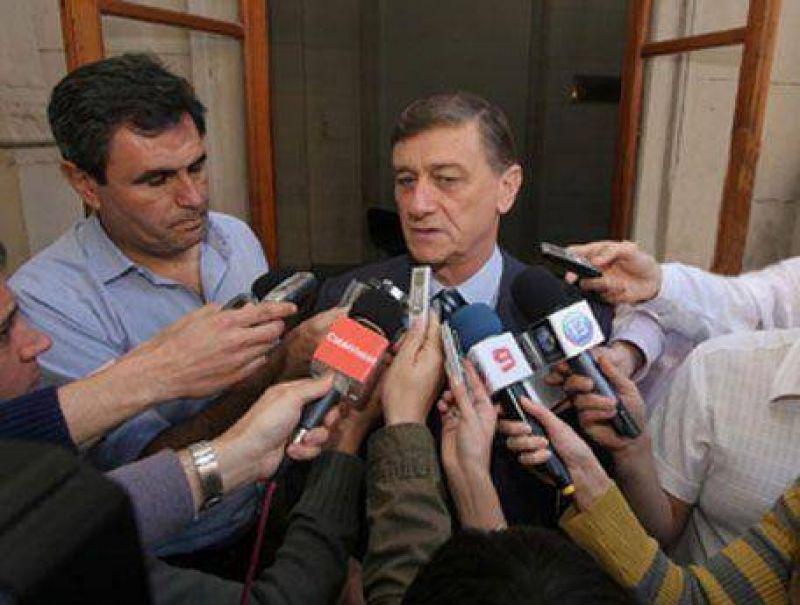 Hermes Binner firmó ayer el decreto: La Provincia regularizala situación laboral de 30 agentes de salúd