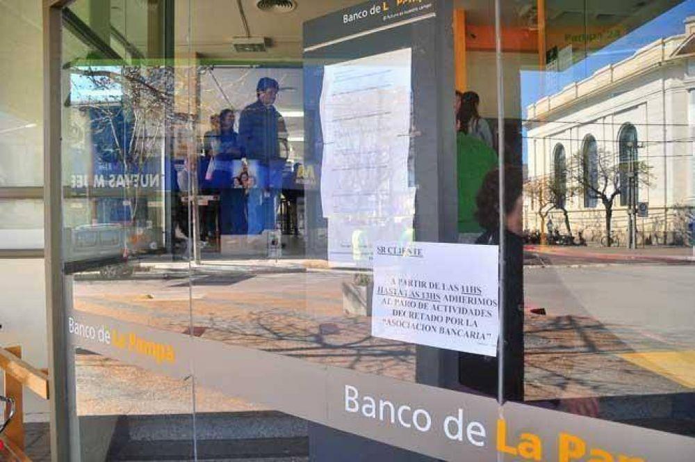 Conflicto bancario: gremialistas están reunidos en el Ministerio de Trabajo de Nación