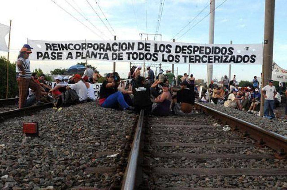 Los trabajadores tercerizados del Sarmiento anunciaron un corte de vías para el viernes