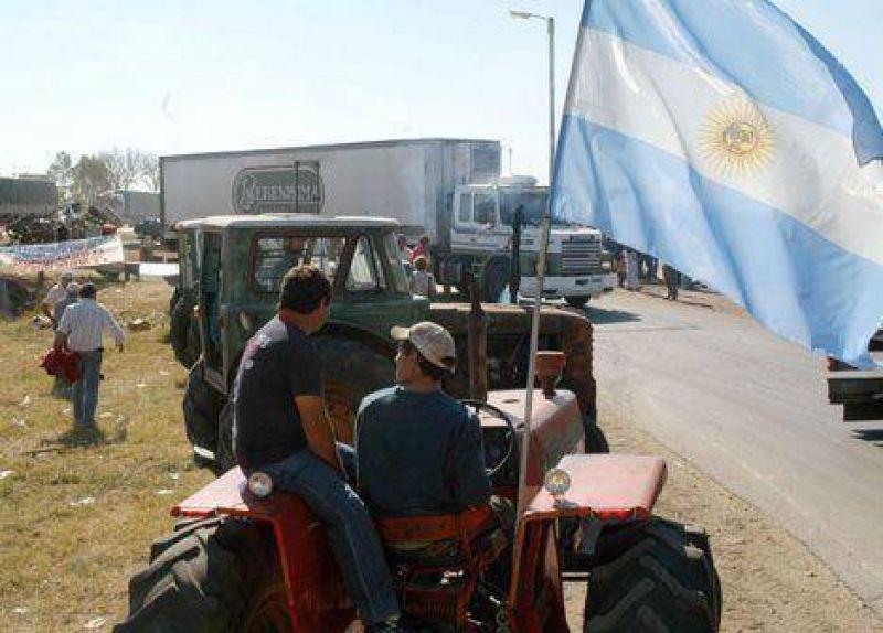 En las rutas, el campo va a los actos por el primer a�o de la 125 con cr�ticas a Cristina