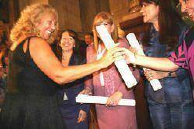 En homenaje al Día Internacional de la Mujer: Stella Maris Giroldi fue distinguida en el Senado Nacional