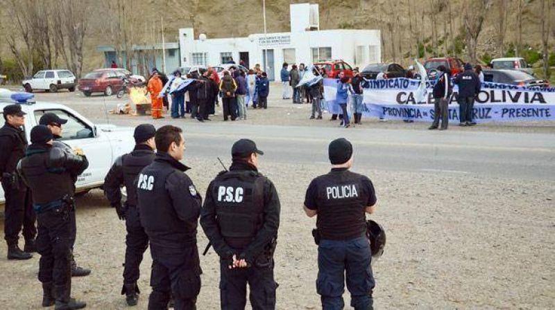 Municipales de Caleta amenazan con cortar ruta 3 si no les pagan sueldos