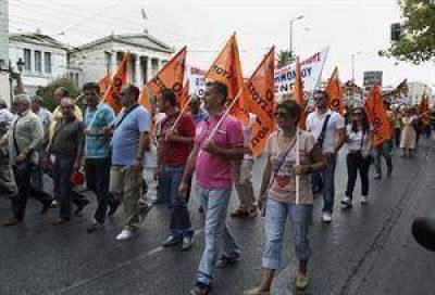 El Banco Europeo, el FMI y la UE quieren que los griegos trabajen 13 horas al día