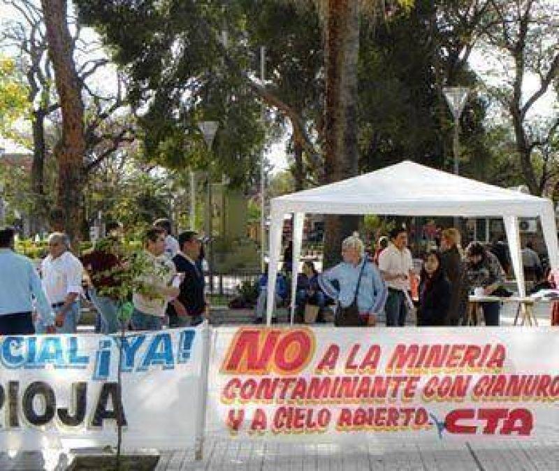 PROTESTAS DE LA CGT Y CTA, RECLAMAN UN AUMENTO DE SALARIOS