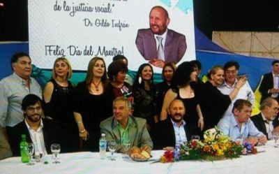 Insfrán compartió con docentes la cena anual por el Día del Maestro
