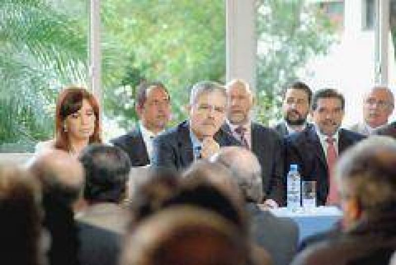 Beder Herrera: La Nación pagará deudas a empresas de la construcción