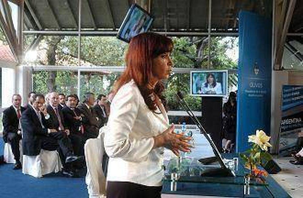 Insfrán acompañó a la presidenta en lanzamiento del plan de créditos para refaccionar viviendas.
