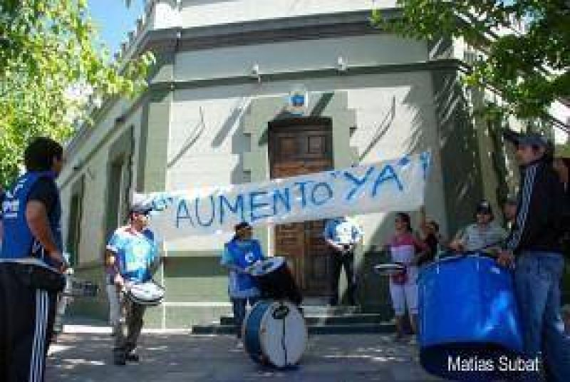 El gobierno mostrará sólo las cuentas en rojo a los gremios de Neuquén
