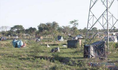 Okupas: por la falta de soluciones y la lluvia hay menos familias en el Pirayu�