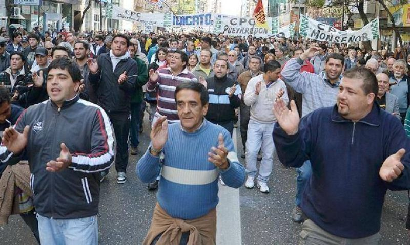 Los estatales cordobeses marcharon contra la reforma previsional de De la Sota