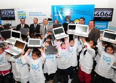 El Gobierno entregó computadoras en Pringles y avanzó en la obra de provisión de energía para parajes de la zona