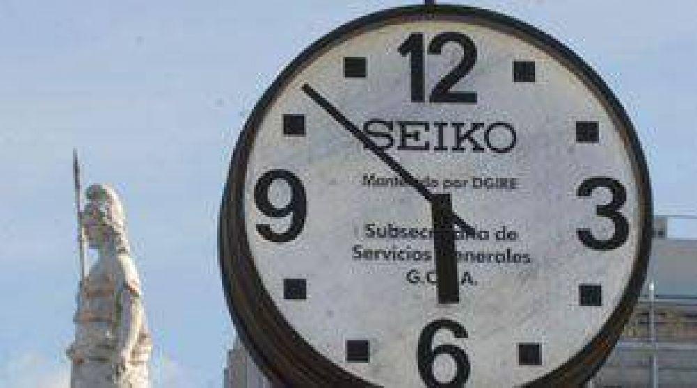 A medianoche hay que atrasar el reloj una hora