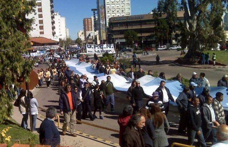 Estatales amenazan con protestas en la inauguración del autódromo