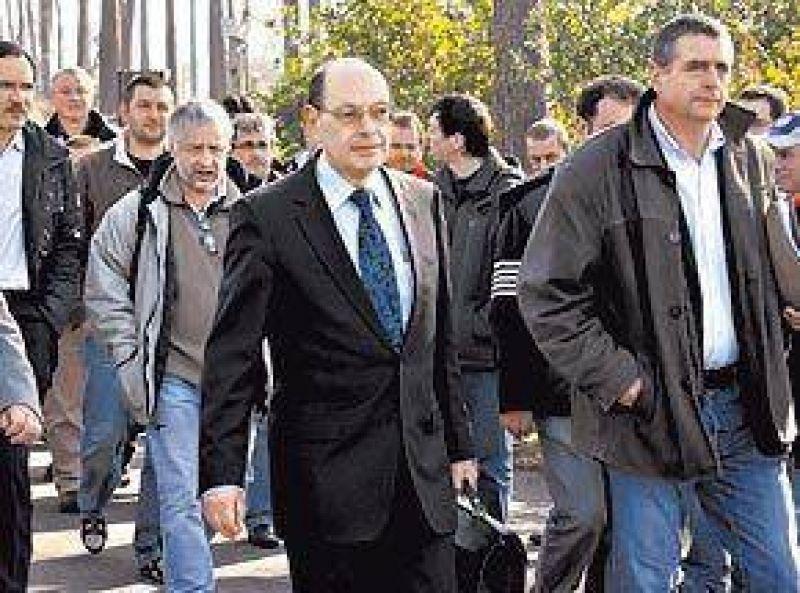 Obreros despedidos toman de rehén al titular de Sony en Francia