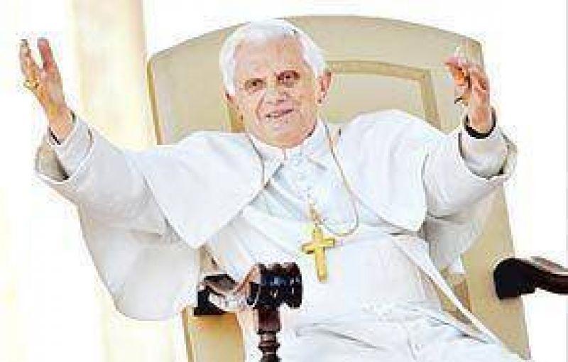 Ofensiva vaticana para neutralizar las críticas contra Benedicto XVI