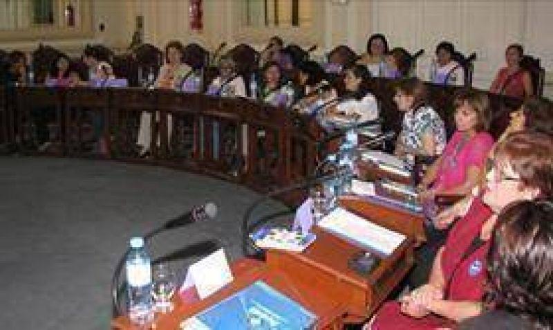 Alarcón presentó su informe en Diputados.