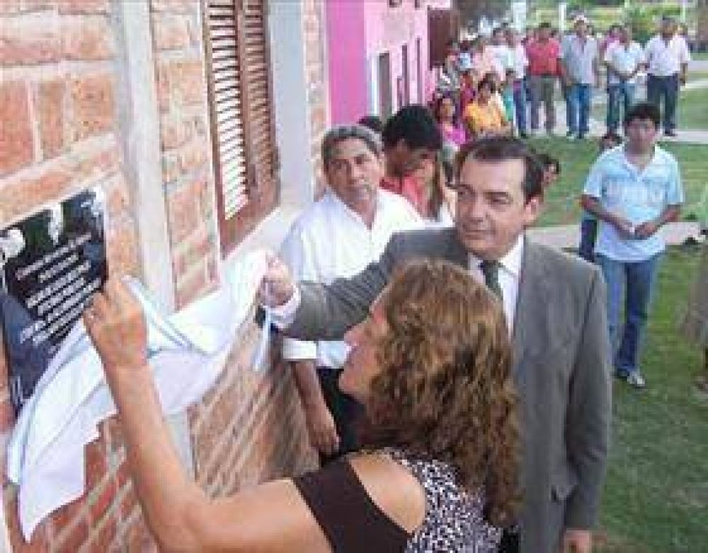 Múltiples obras benefician a pobladores de El Arenal.