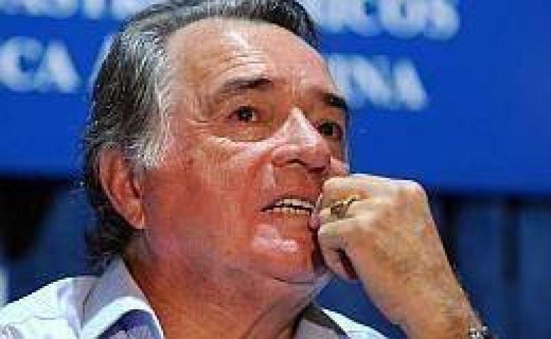 Barrionuevo insiste con un triunvirato en la CGT oficialista