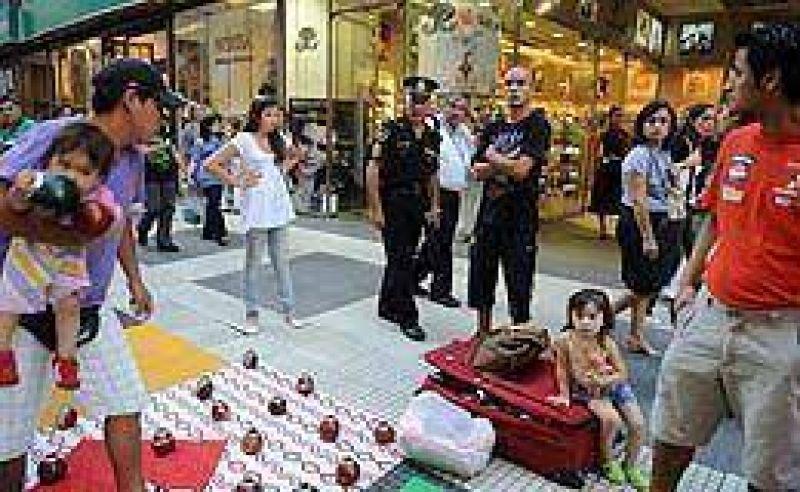 Comerciantes de la calle Florida contra vendedores ambulantes